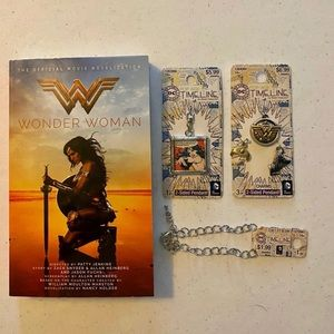 🆕 Wonder Woman Lot, Book and Jewelry